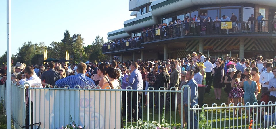 lismore-cup-crowd